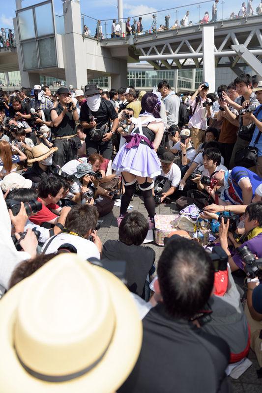裙底之下胸线之上 日本摄影师狂拍女孩裙底1