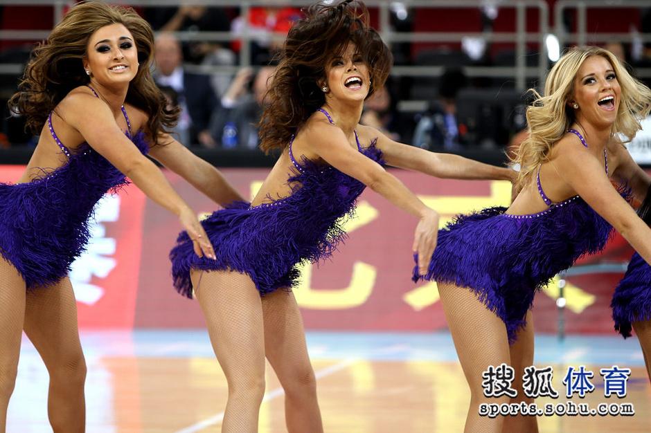 NBA啦啦队闪耀中国赛 性感美女秀销魂舞姿3