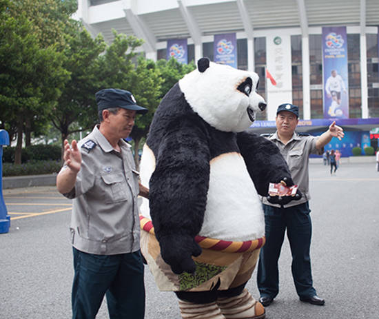功夫熊猫欲观亚冠惨被拒 呆萌形象遭网友恶搞