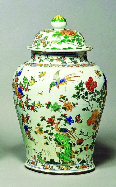 2006年3月29日,英国剑桥费兹威廉博物馆中由于醉汉失足撞上花瓶展示窗,导致三个17世纪的瓷花瓶跌碎成400片。图为中国花瓶原图。CFP