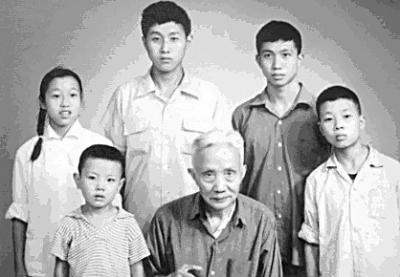 朱光潜和孙辈照 前排右一为宛小平