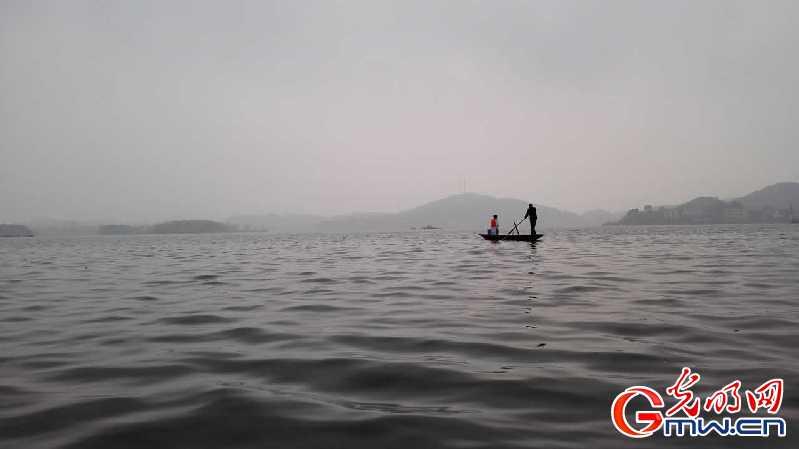 成吉旦:为留守儿童入户接种艰辛坐船20年