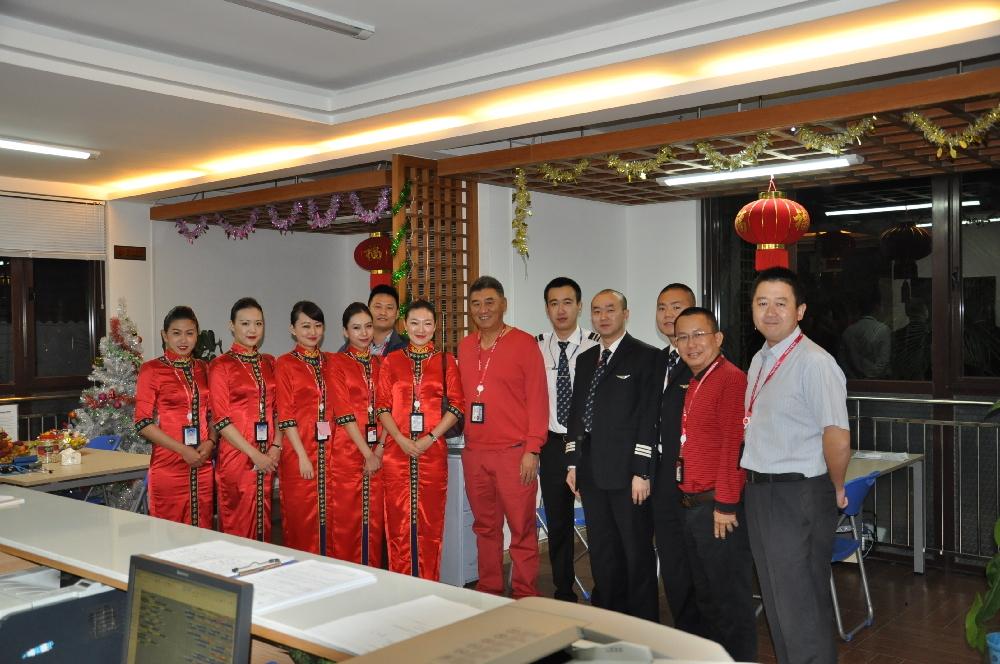 首航高层与一线生产保障人员欢度佳节