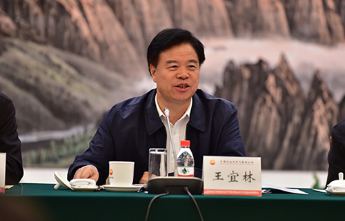 图为王宜林参加党课学习。