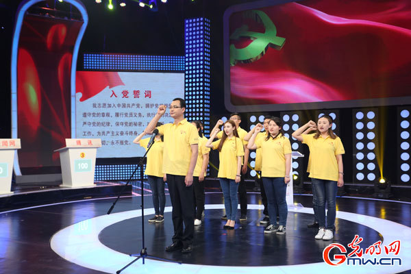 党员代表重温入党誓词