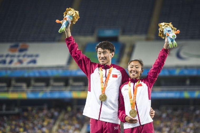 郑金获得女子1500米T11级冠军