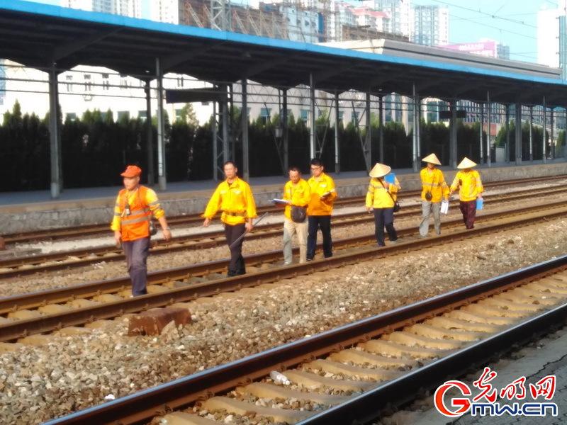 16960 铁路巡线工