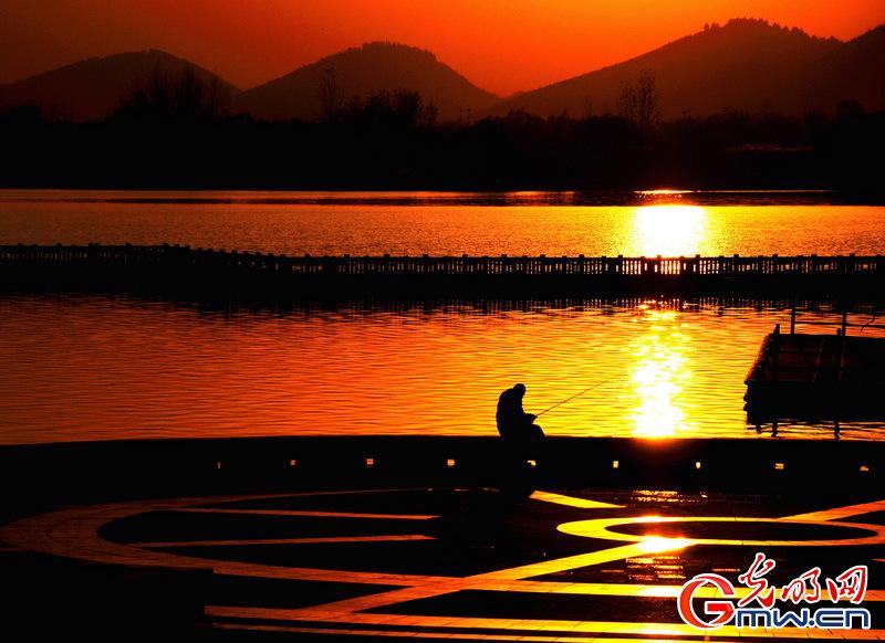 http://img.11467.com/2018/10-24/9181231.jpg_11467 夕阳下的大龙湖